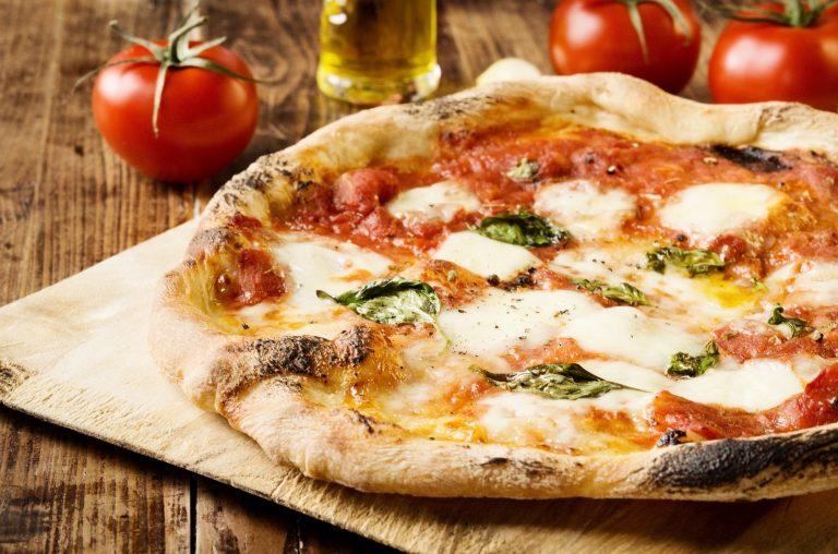Garlicky Margherita Pizza
